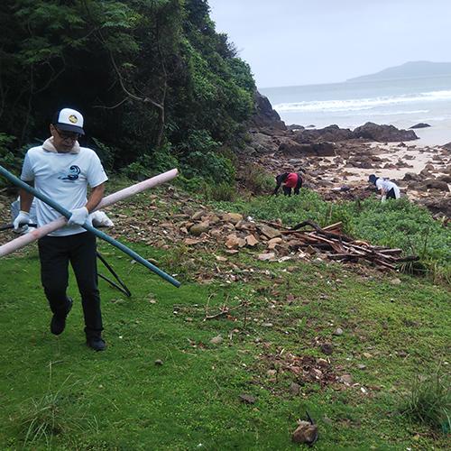 高浜海水浴場の清掃活動